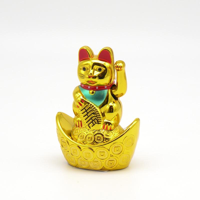 Счастливый кот (Манэки-Нэко) пластик, на батарейках
