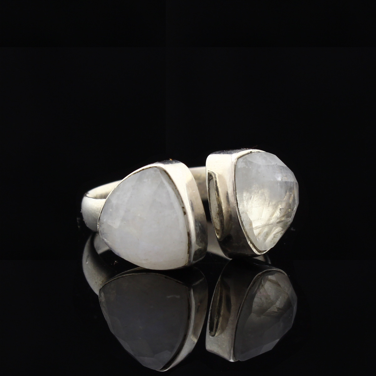 Кольцо, серебро, натуральный камень, Лунный камень, 4.0 г, проба 875, размер 17.5